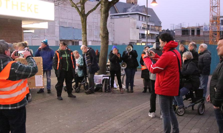 Rechte Teilnehmer*innen verlassen Kundgebung bei Rede gegen Altersarmut