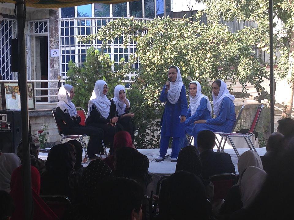 Foto von afghanischen Aktivistinnen bei einer Diskussionsveranstaltung