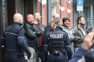 Foto von Ralf Nieland von der Bruderschaft Deutschland und anderen Personen