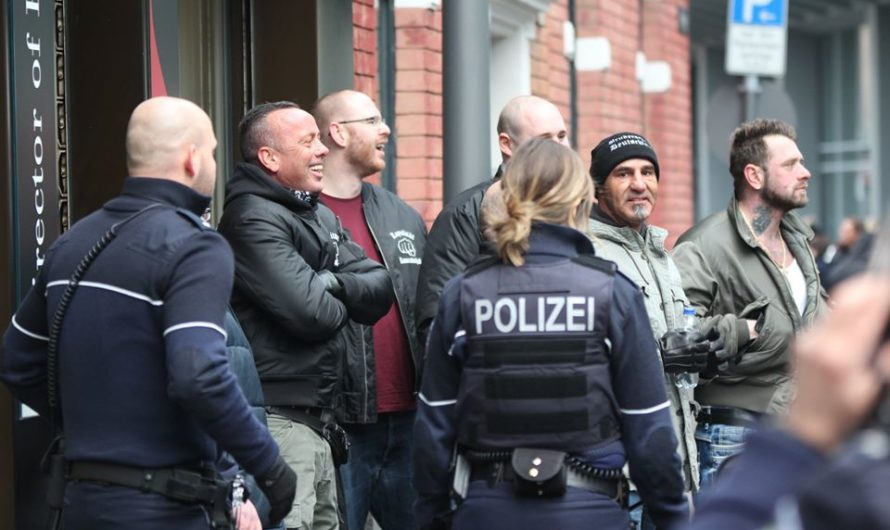 """NRW Bürgerwehren demonstrieren mit """"Terrorgruppe S."""""""