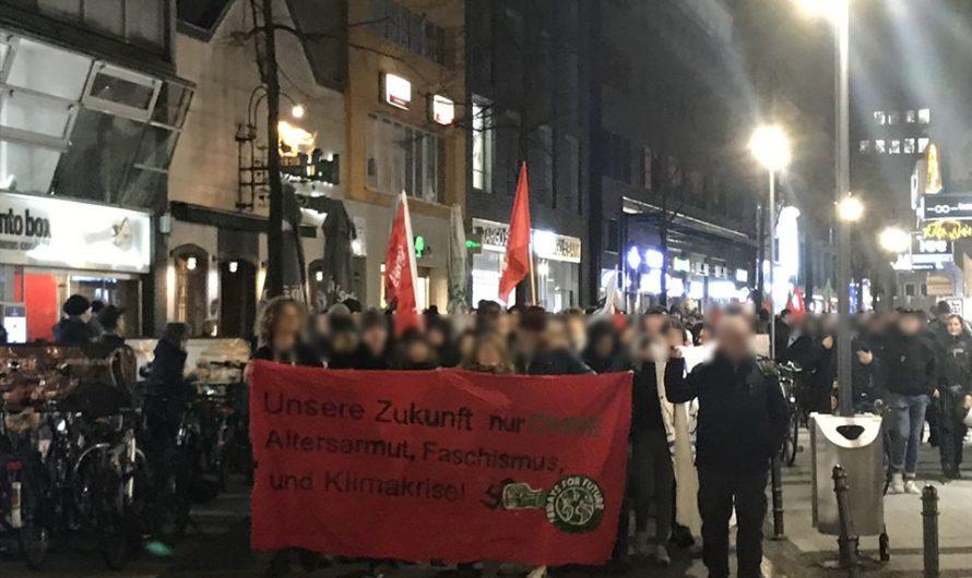 600 Menschen demonstrieren in Köln vor FDP, AfD und CDU Büros