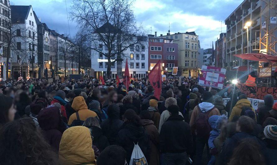 1000 Menschen demonstrieren in Köln